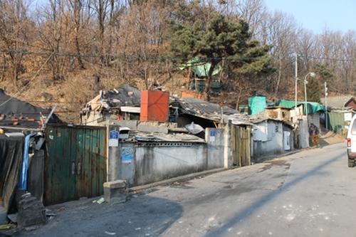 日本人の墓でできた韓国スラム街「タルトンネ」に潜入!  日本人の墓をイメージしたゆるキャラも…!の画像1