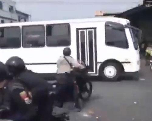 1604_policebus_01.jpg