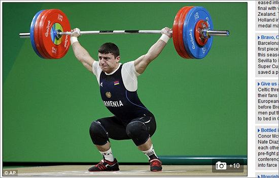 【リオ五輪・閲覧注意】重量挙げ選手の腕がバキッとひん曲がった! 重量挙げの恐ろしい光景3の画像1