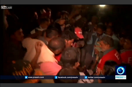 【閲覧注意】袋の中の動かない人たち ― 死者52人、負傷者100人パキスタン宗教施設爆発テロの画像1
