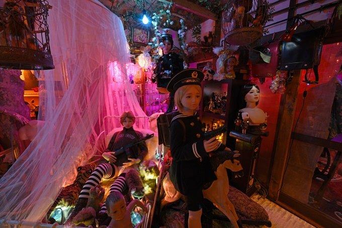 「すべての始まりは、17年前にマネキンを拾ったこと」大量のラブドールが佇む狂った楽園「八潮秘宝館」の館長を取材!の画像4