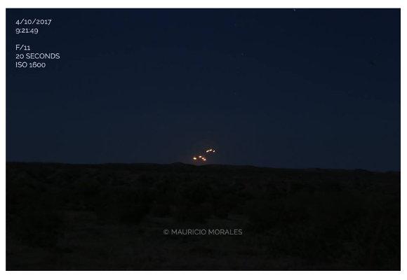 オレンジ色に輝く6機の「UFO編隊」が出現?移動→点滅→停止をリピートする異常事態に衝撃広がる=米アリゾナ州の画像1