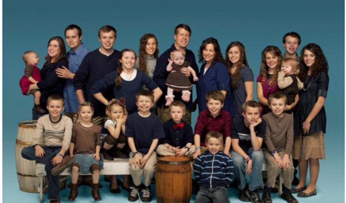 1705_worldstrangestfamily_2.jpg