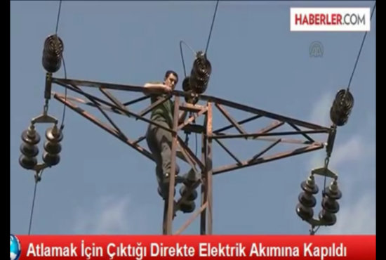 【閲覧注意】自殺を図った男が感電する決定的瞬間がヤバすぎる!! 背中から青白い炎が噴き上がり…!=トルコの画像1