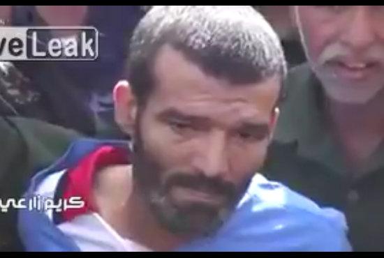 【閲覧注意】3歳幼女をレイプした男の「公開処刑祭り」が盛大すぎる! 壮絶ゼロ距離射殺の瞬間、歓喜に湧く観衆=イエメンの画像1