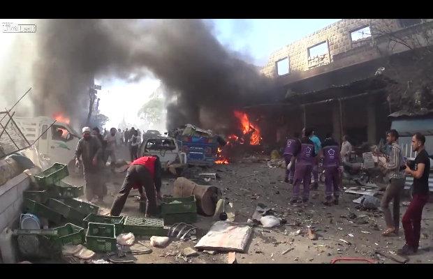 【閲覧注意】アサド政権による空爆直後、地獄と化した街が悲惨すぎる! 血塗れ幼児、生き埋め老人… ISは去っても殺戮は続く=シリアの画像1