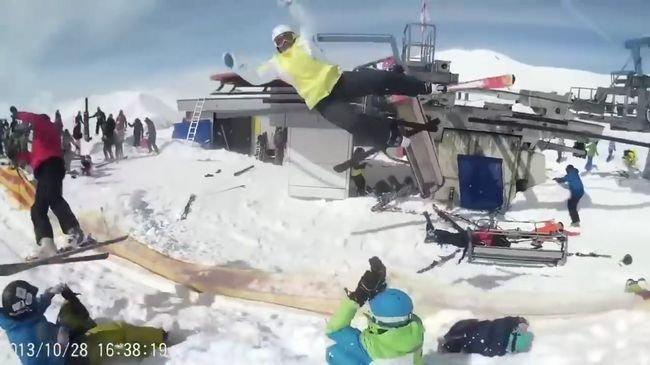 【閲覧注意】スキーのリフトが暴走するとこうなる! 高速回転でスキーヤーを投げ飛ばし… 絶望的事故で地獄と化すゲレンデ=ジョージアの画像1