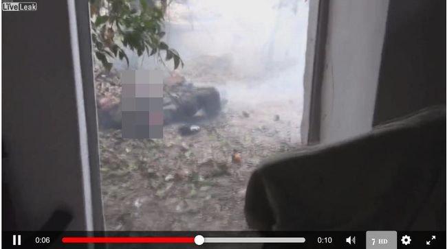 【閲覧注意】「手榴弾の誤爆」で腕が吹っ飛んだテロリスト!神様が過激派テロリストを戒める決定的瞬間!?=シリアの画像1