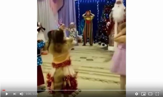 【閲覧注意】サンタクロースが突然死してしまった話題のニュース! 子供たちに「厳しい現実」プレゼント… =ロシアの画像1