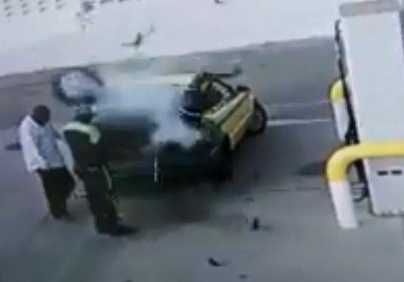 【閲覧注意】タイヤに空気を入れすぎて爆発するとこうなる! 宙を舞う作業員の体、顔と上半身に瀕死の重傷=南アの画像1