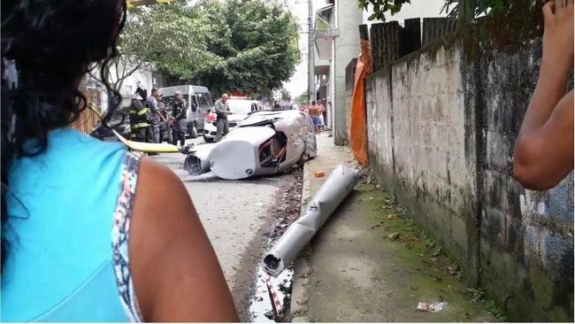 【閲覧注意】「ヘリコプター墜落→歩行者直撃」の瞬間を機内から撮影! 超恐怖映像が流出!=ブラジルの画像1