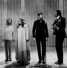 220px-The_Mamas_and_the_Papas_Ed_Sullivan_Show_1968.JPG