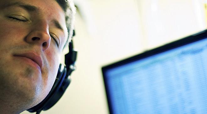仕事中に音楽を聴くと作業効率が上がる! クラシック以外でもOK(英研究)の画像1