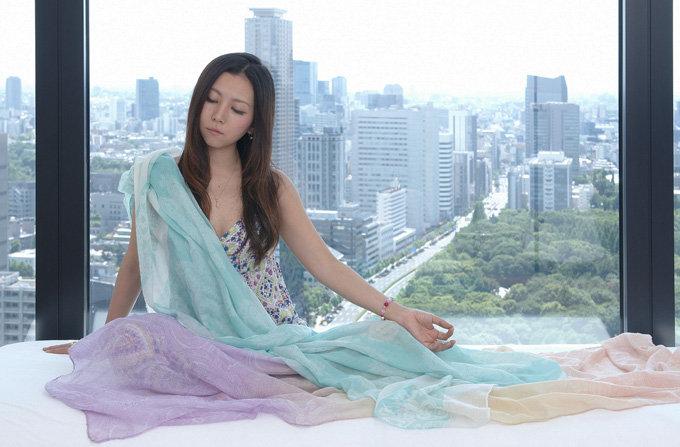Ayana-window-R.jpg