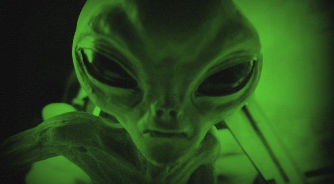 この超難問が解けるか?「宇宙人から届いたバイナリデータ」を学者が公開、解読合戦勃発!の画像1