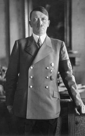 Bundesarchiv_Bild_183-H1216-0500-002,_Adolf_Hitler.jpg