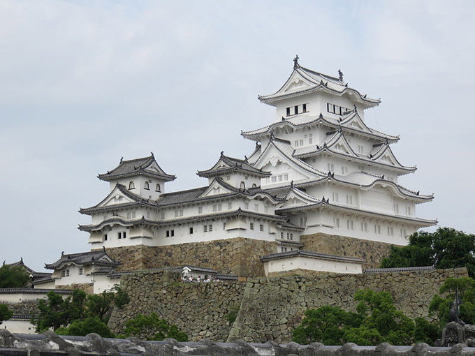 Himeji_Castle_Keep_Tower_after_restoration_2015.jpg