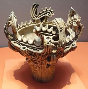 Jomon_Vessel_with_Flame-like_Ornamentation,_attributed_provenance_Umataka,_Nagaoka-shi,_Niigata,_Jomon_period,_3000-2000_BC_-_Tokyo_National_Museum_-_DSC05620.JPG