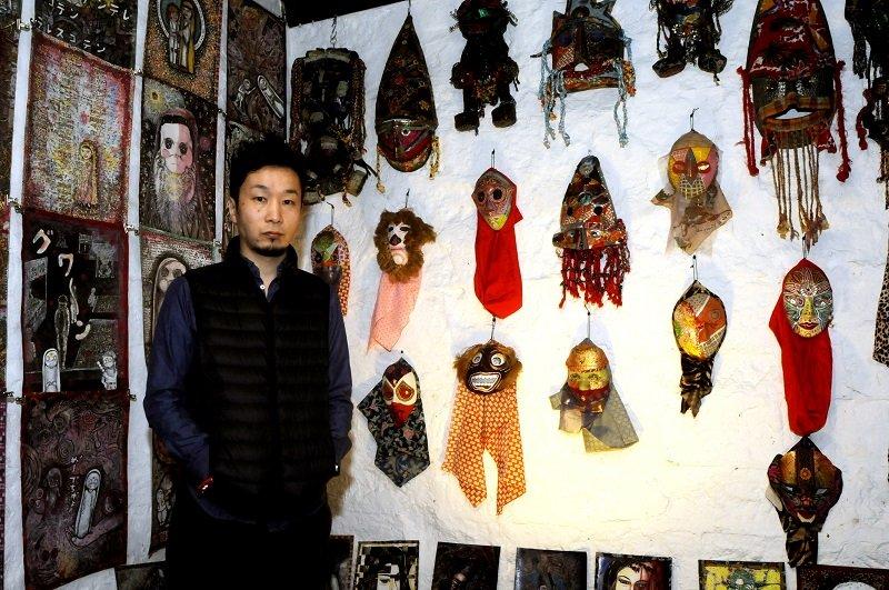 一軒家を落書きで埋め尽くす老人、2万点の仮面を作った男、キャラ人形を量産する自宅ドリーマー… 櫛野展正が伴走するアウトサイドな作家たちの画像1