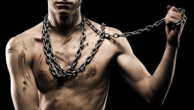 足立区の体に鎖の男性遺体にみる世にも奇妙なエクストリーム自殺4選!両手両足を縛って首吊り、消えた靴…の画像1