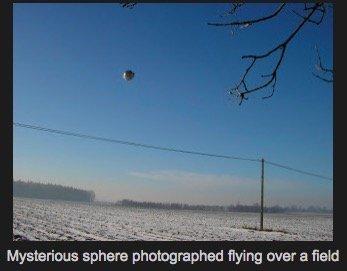 UFO_on_Moon1204.jpg