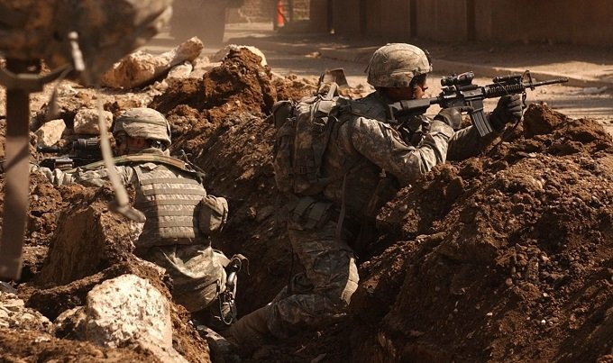 US_Army_soldiers_in_a_firefight_near_Al_Doura,_Baghdad.jpg