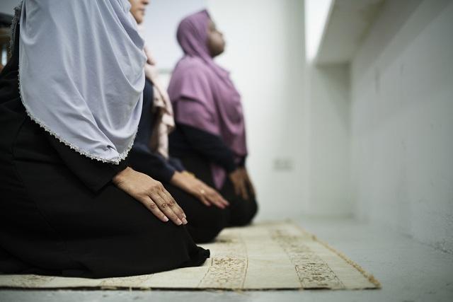 チュニジア政府がゲイ疑惑の男性にアナルテスト強制! インドネシアでは2本指で処女検査も… 「思い出す度に死にたくなる」の画像1
