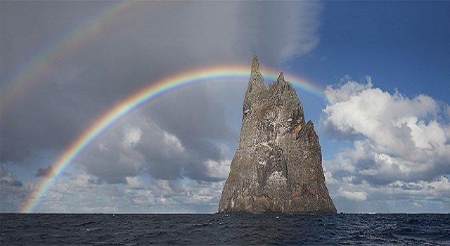 640万年前に誕生した絶海の孤島「ボールズ・ピラミッド」がヤバイ! 絶滅したはずのキモ生物も生存!の画像2