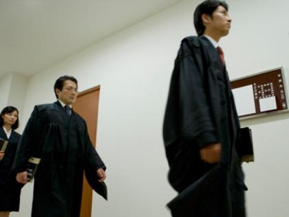 崩れゆく弁護士像!! 女に不慣れ、低所得、22時間労働… ~弁護士が考察・法務省官僚女子トイレ盗撮事件はなぜ起きたのか?~の画像1