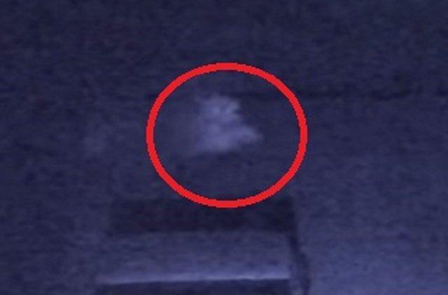 【心霊動画】「見た瞬間、背筋が凍った」脚のない不気味な霊が防犯カメラにハッキリ映り込む! 後に曰くつきの土地と判明=米の画像3