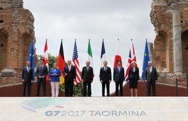 【G7サミット】これは酷い… 各国首脳が1人の首相を集団イジメ!! ガン無視の衝撃ぼっち映像流出!の画像1