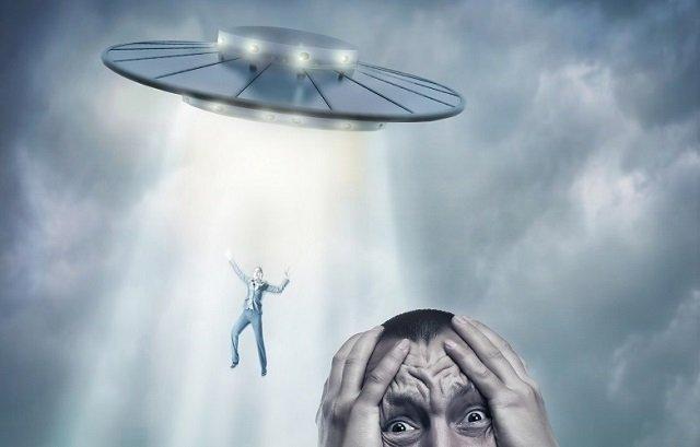 美しすぎる宇宙人「クラリオン星人」の顔写真を公開した男! 宇宙と生命の事実も暴露「彼らは私を壊してしまいました」の画像1