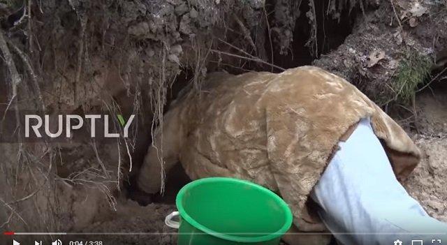 10年間土だけを食べ続けているリトアニアの老婆! 脳腫瘍も消失、水も飲まず、食べ合わせ厳禁…衝撃の土食映像がヤバすぎる!の画像2