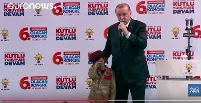 トルコ大統領が号泣幼女に国家のために殉死すべしと教唆! 狂気の戦争プロパガンダに世界中がブチギレの画像3