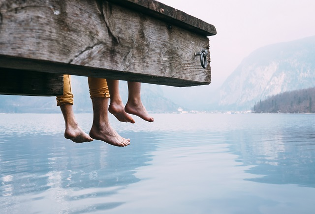 茂みの中から自殺した男女の霊が向かって来て…! I県の湖畔で起きた恐異体験とは!?の画像1