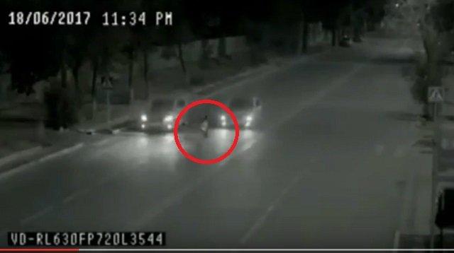 100%車に轢かれるはずだった少女が奇跡を起こす衝撃映像! 父親の霊が瞬間移動で娘を救った!?の画像2