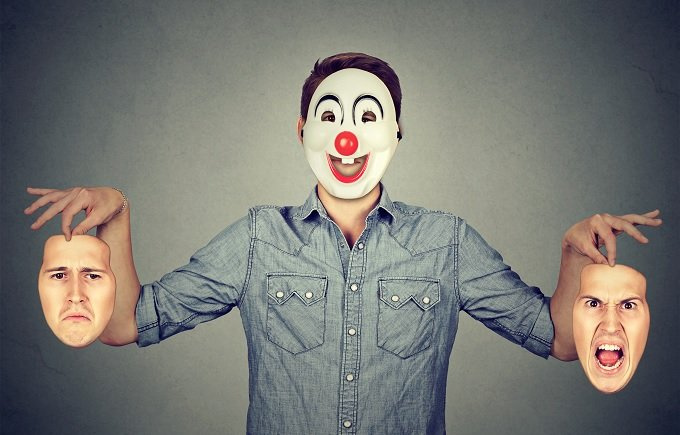 「笑い」の起源は「威嚇」だった!? 笑顔のウラに秘められた感情まで読み取れる人類の能力、その源泉に迫る!の画像1