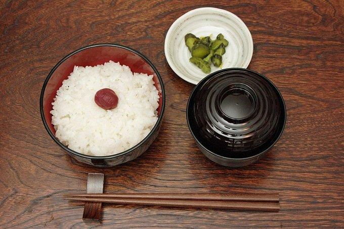 日本人が箸を横に置くのは霊界との「結界」を意味していた!? 知られざる箸文化の奥深さを徹底解説の画像1