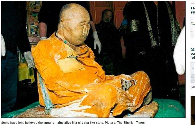 即身仏(ミイラ仏)が服を脱いで寺を徘徊する瞬間映像? 高徳の僧が世界平和を訴えるために復活した!?=ロシアの画像1