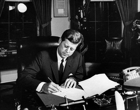 【衝撃】JFKは暗殺10日前に「UFOとエイリアン」を調査していた! CIA極秘文書で発覚したケネディ最期の依頼とは?の画像1