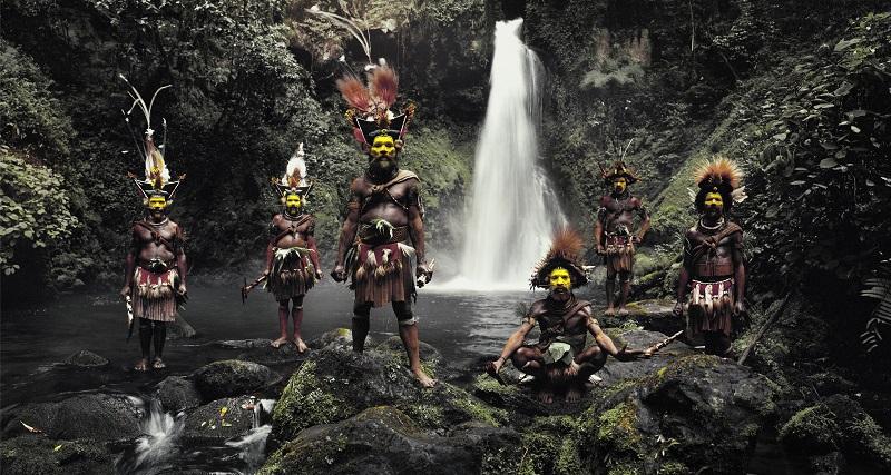 世界最後の秘境で生きる「絶滅危機の少数民族」たちを30年間撮り続けた写真家 ―「瞬く間に彼らは去ってしまう」 ジミー・ネルソンの画像1
