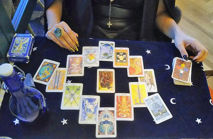 女性50人の魂を吸った魔術師の孫、叶ここが激白! 「私も魔女で、惚れ薬を作っている」飲んでみたらヤバいことに…!の画像7