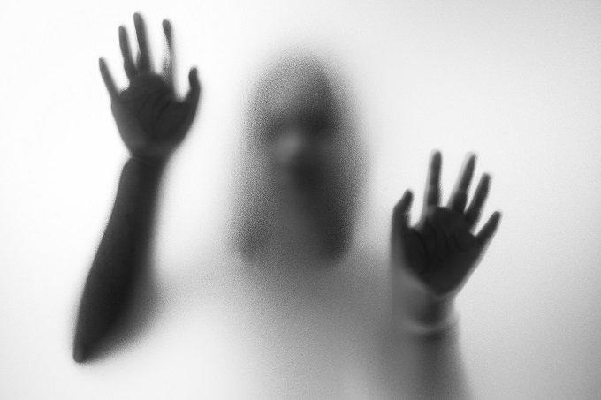 霊が視える彼女と付き合った男を襲った背筋も凍る恐怖体験とは!? 「新宿の電話ボックスに…」の画像1