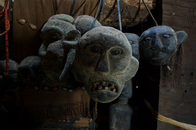 【画像多数】リアル首狩族「ナガ」の末裔が住む村に潜入! 国家権力を超越した王が持つ人歯ネックレスがヤバイの画像3