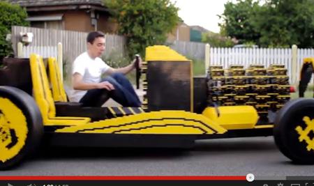 20歳の青年が50万個以上のレゴ・ブロックで本物の自動車を製作! エンジンもレゴ!の画像1