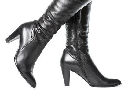 「ブーツが臭い」問題 原因の角質・雑菌・汗のムレ対策でニオイを改善の画像1