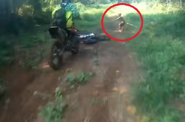 【動画】絶滅したはずの伝説のピグミー「マンテ族」の撮影に成功、半裸で走り去る! 超小型原人「フローレス」とも関係か?=インドネシアの画像1