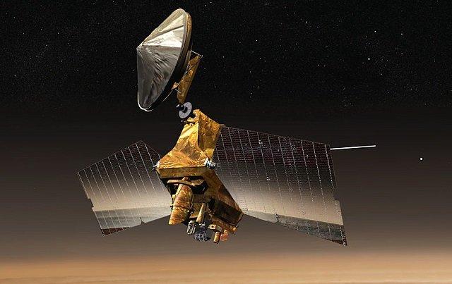 NASAが火星に墜落した巨大UFO(130m)を激写! 公式見解にUFO研究家が反論「クラッシュした機体か宇宙人基地の入口」の画像1