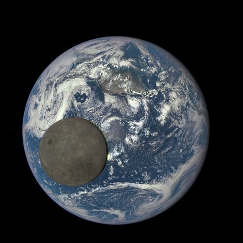 「月の裏側には宇宙人の基地があった」米空軍元職員が内部告発! NASAのヤバすぎる陰謀とは?の画像2