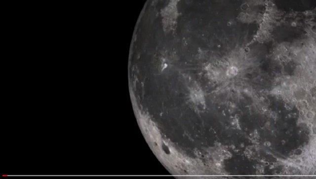 【衝撃映像】月の穴から意味深なUFOが飛び出す瞬間がヤバい!「人類から月を守る」宇宙人基地が存在か!?の画像1